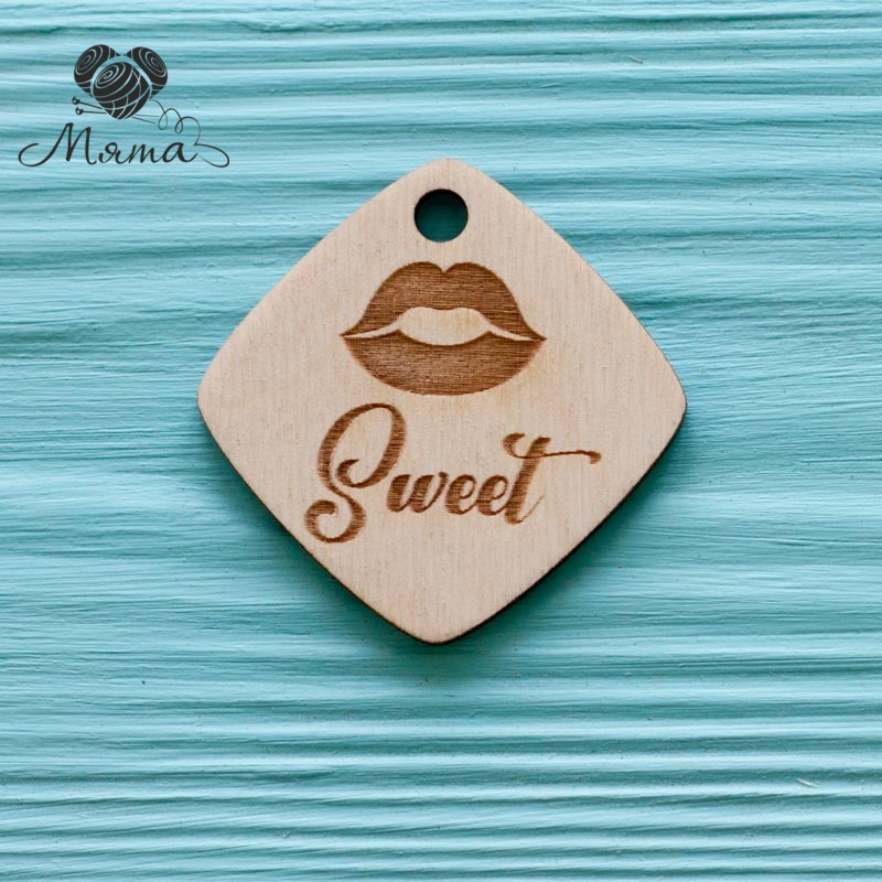 "Diamond with lips ""sweet"" - 4 cm"